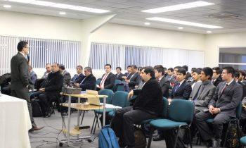 Líderes Adventistas Sostienen Reunión con Alumnos de Teología