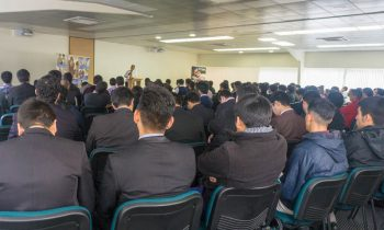 Líder de Evangelismo Dicta Conferencia para Alumnos de la Facultad de Teología