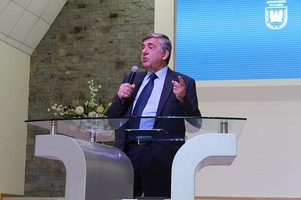 Carlos Busso Dicta Conferencia