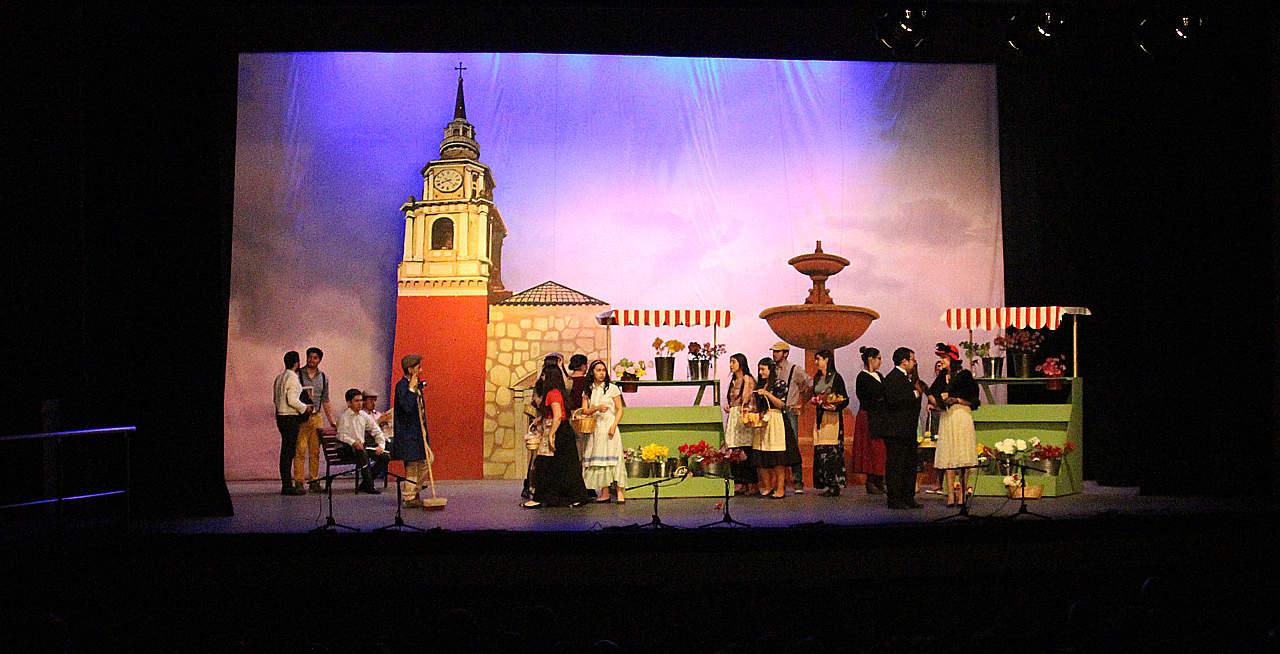 Exitosa Presentación de la Pérgola de las Flores en Teatro Municipal de Chillán