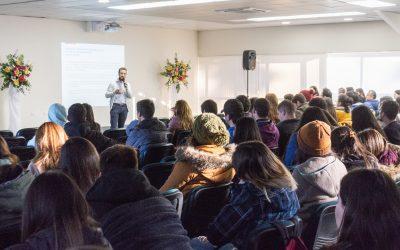 Estudiantes de Pedagogía Participan en Charla de Experto del MINEDUC