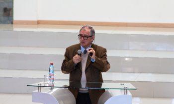 Dr. Óscar Parra Dicta Clase Magistral en la UnACh