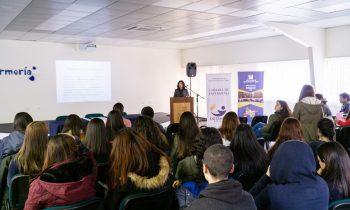 Presidenta Regional de Colegio de Enfermeras Dicta Charla en la UnACh