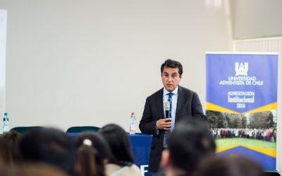 Director de Liceo de San Nicolás Dicta Charla en la UnACh