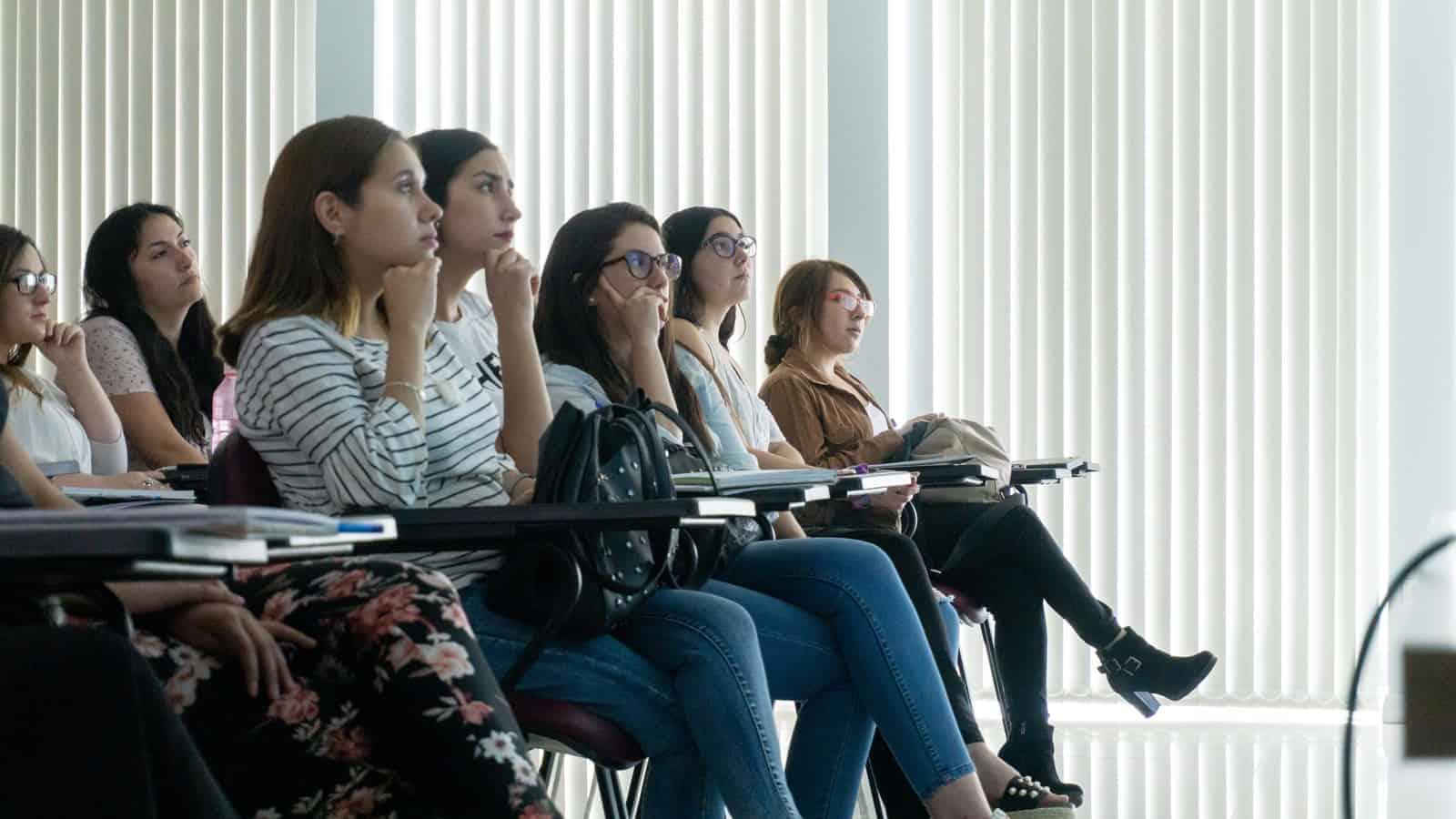 Alumnos de Obstetricia son Capacitados por Colegio de Matronas y Matrones de Chile