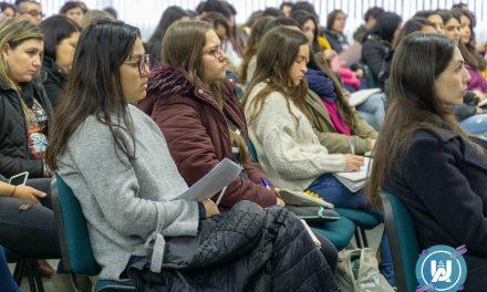 Seminario «Intervención con adolescentes jóvenes y en riesgo suicida» se realizó en la UnACh