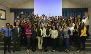 Profesores de la Facultad de Educación y Ciencias Sociales de la UNACH donan dinero para entregar beca a estudiantes