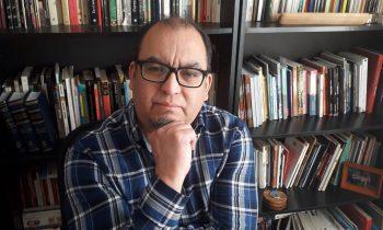 Poeta y profesor de la UNACH Elgar Utreras recuerda el día en que uno de sus poemas salvó a estudiante del suicidio