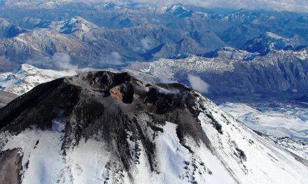 Estudiantes de Pedagogía en Historia y Geografía reciben capacitación sobre volcanes de la Región de Ñuble