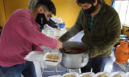 UNACH entrega más de 250 almuerzos a familias vulnerables en el día del padre